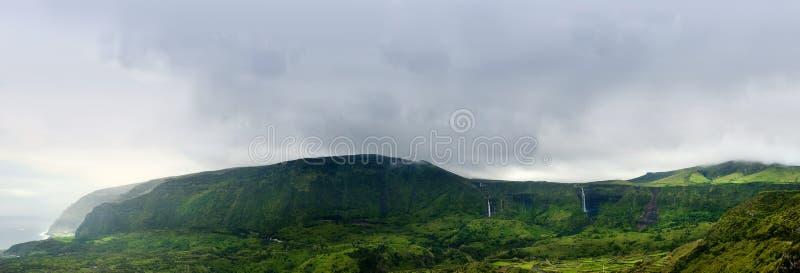 Montagne nuvolose dei flores, isole dei acores fotografia stock libera da diritti