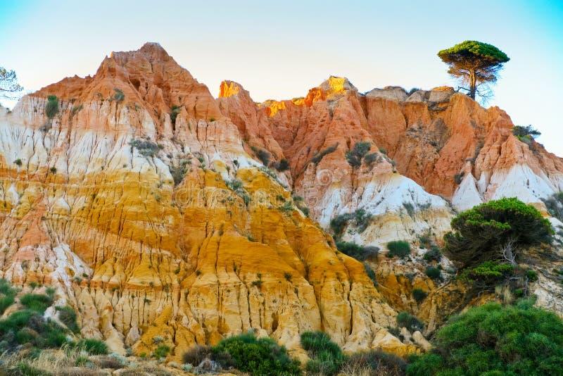 Montagne omnicolore de sable images stock