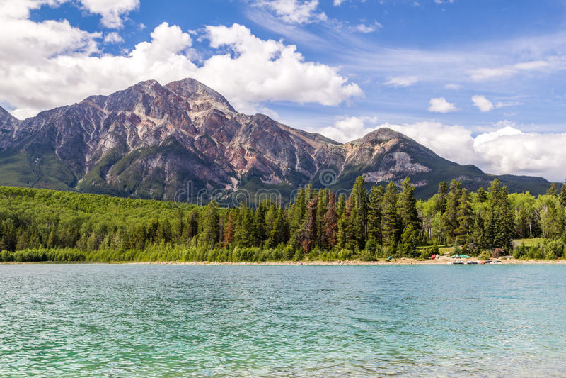 Montagne Patricia Lake Jasper National Park Alberta, Canada de pyramide image libre de droits