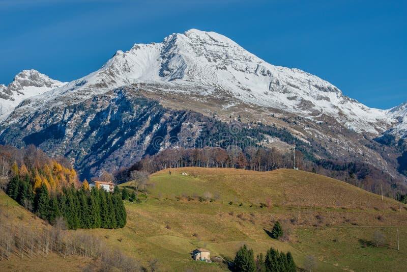 Montagne Snow-covered images libres de droits