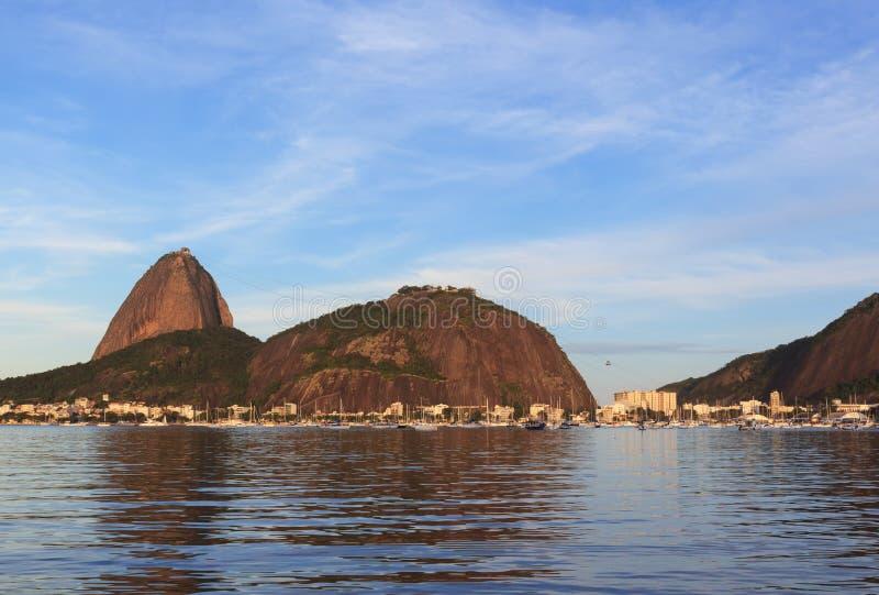 Montagne Sugarloaf et secteur Urca, Rio de Janeiro photo stock