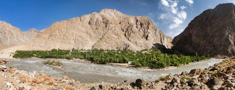 Montagne Tagikistan di Panj o del Amu Darya e di Pamir fotografia stock