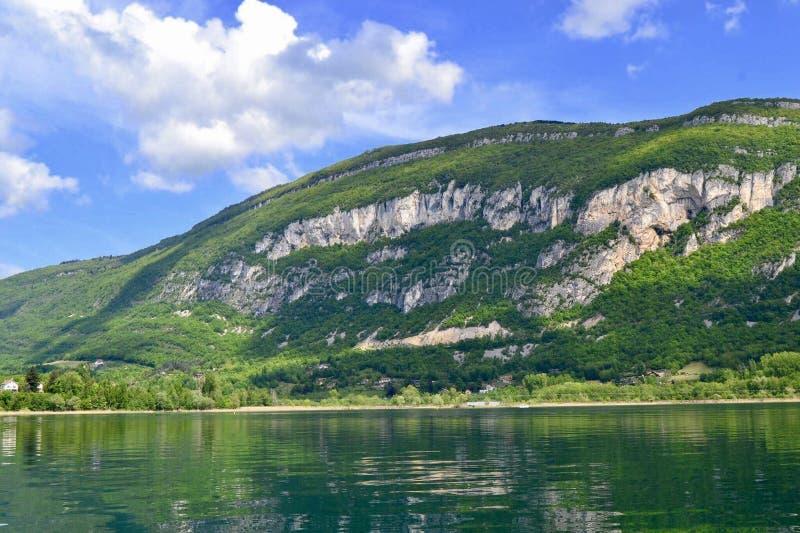 Montagne verte au-dessus d'a images libres de droits