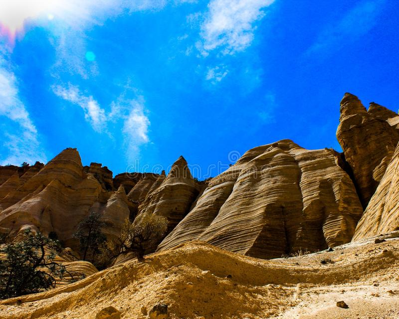 Montagne vibrante de roche de tente photo stock