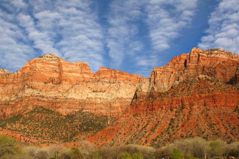 Montagnes à l'entrée occidentale à Zion National Park, Utah images stock