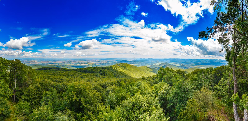 Montagnes étonnantes d'été photos libres de droits