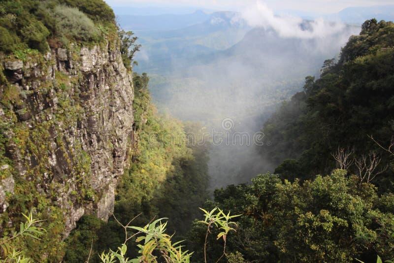Montagnes africaines - la fenêtre de Dieu de montagnes illustration libre de droits