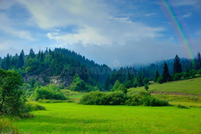 Montagnes après pluie photographie stock