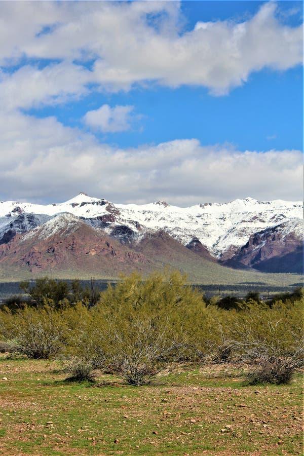 Montagnes Arizona, réserve forestière de Tonto, jonction d'Apache, Arizona, Etats-Unis de superstition photographie stock libre de droits