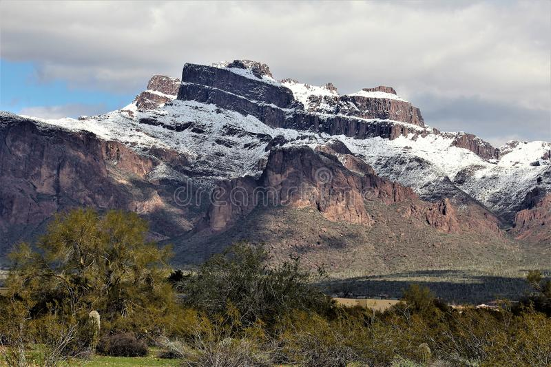 Montagnes Arizona, réserve forestière de Tonto, jonction d'Apache, Arizona, Etats-Unis de superstition photos stock