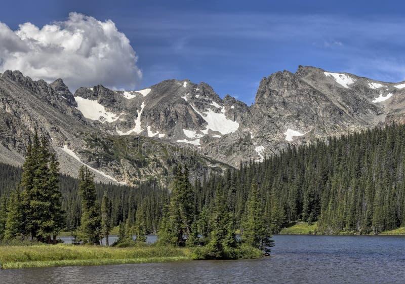 Montagnes au lac Brainard en dehors de Boulder, le Colorado photographie stock libre de droits