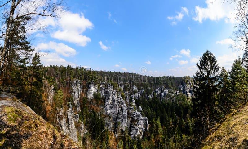 Montagnes Bastai de grès dans Saxon Suisse Foto de jour photographie stock libre de droits