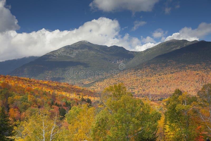 Montagnes blanches en Autumn Color photos stock