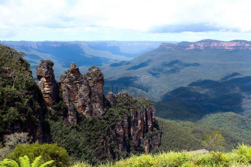 Montagnes bleues pendant le temps de jour dans l'Australie photographie stock libre de droits