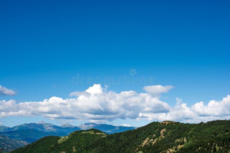 Montagnes boisées dans la vue scénique de paysage des montagnes d'Artvin photo stock