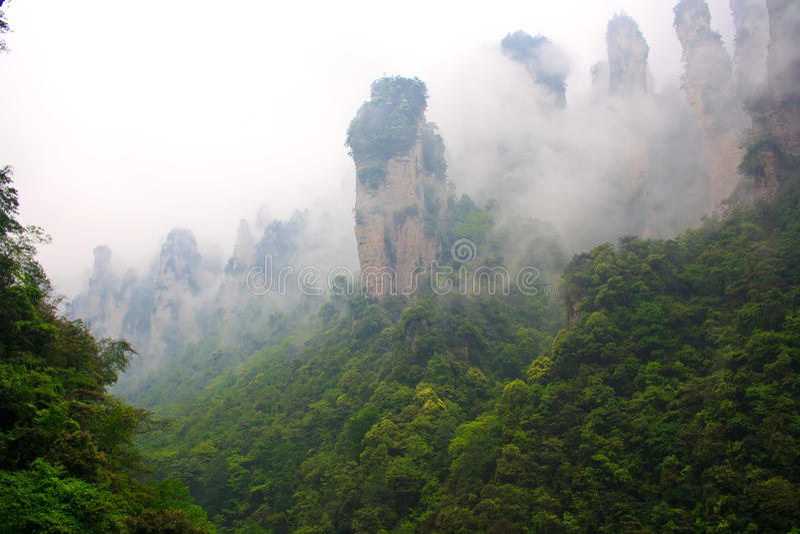 Montagnes brumeuses Zhangjiajie photographie stock