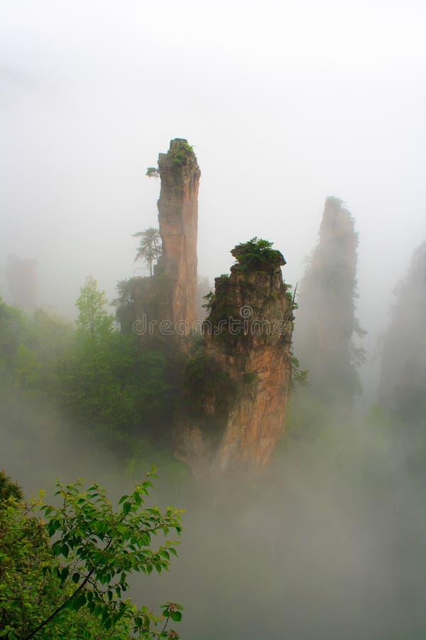 Montagnes brumeuses Zhangjiajie photographie stock libre de droits