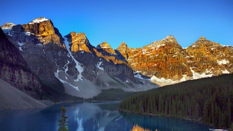 Montagnes canadiennes, paysages scéniques photographie stock libre de droits