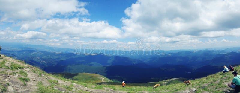 Montagnes carpathiennes incroyables photo libre de droits
