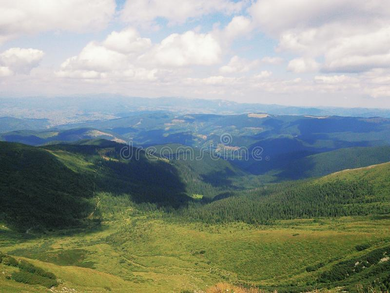 Montagnes carpathiennes incroyables image libre de droits