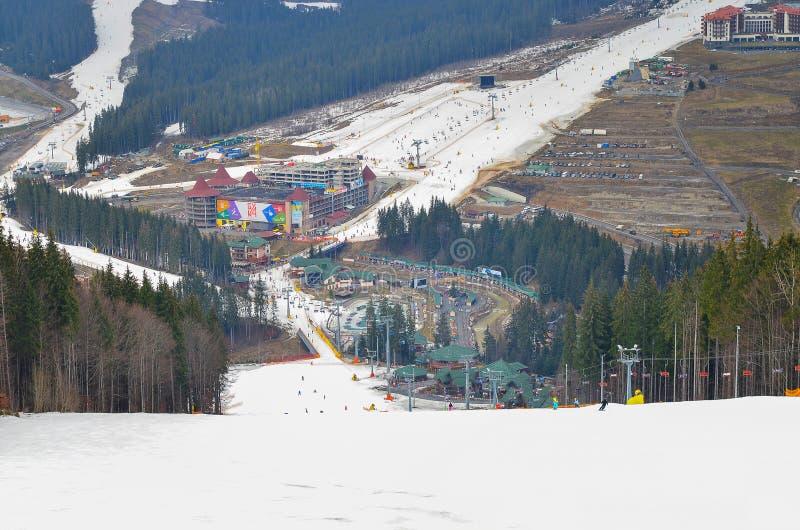 Montagnes carpathiennes, paysage de montagne Station de sports d'hiver Bukovel image stock