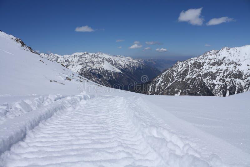 Montagnes caucasiennes photo libre de droits