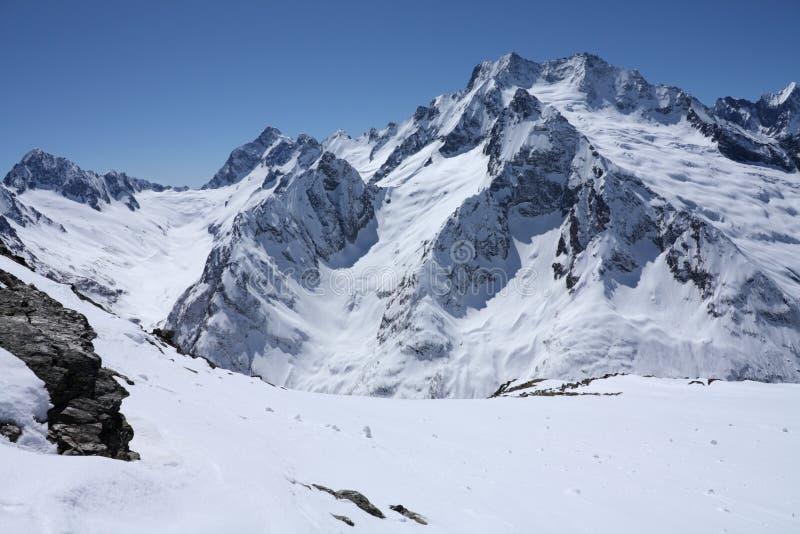 Montagnes caucasiennes images libres de droits