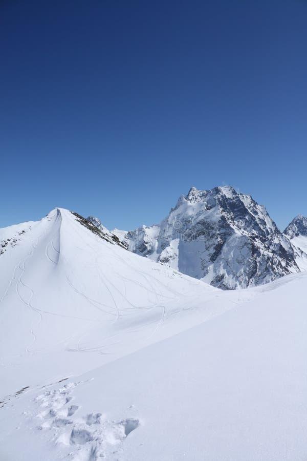 Montagnes caucasiennes photographie stock