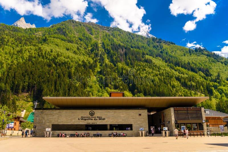 Montagnes Chamonix, Mont Blanc d'Aiguille du Midi Milou de funiculaire images stock