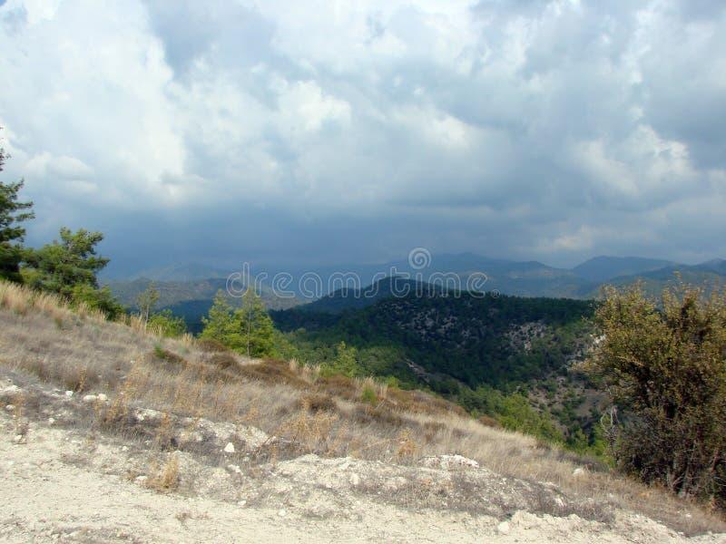 Montagnes Chypre de Troodos Paysages des horizons de montagne à une altitude de 500 m au-dessus de niveau de la mer image stock