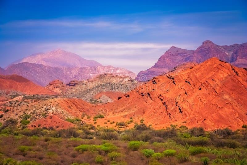 Montagnes colorées dans la province de Salta image stock