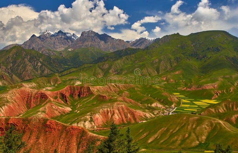 Montagnes colorées en Chine images libres de droits