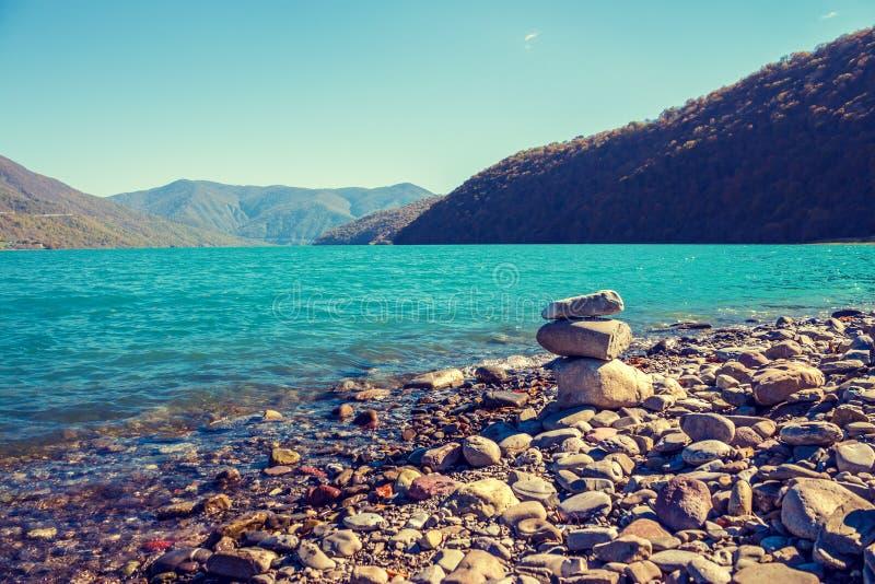 montagnes corses de montagne de lac de laque du creno de France de la Corse Vue panoramique de réservoir de Zhinvali dans le pays photographie stock