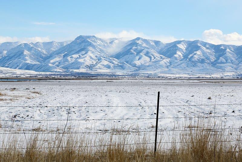 montagnes couvertes de neige image stock