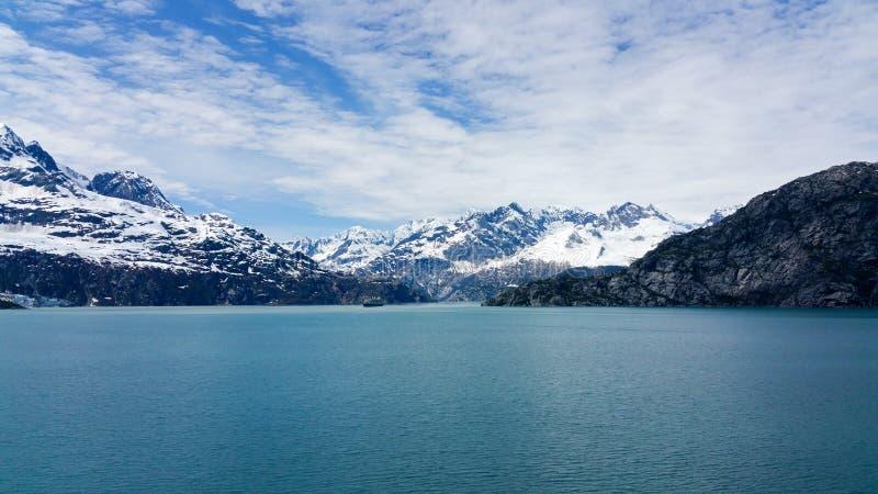 Montagnes couvertes par neige Alaska photographie stock