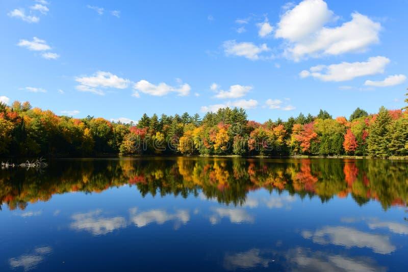Montagnes d'Adrondack dans l'automne, New York, Etats-Unis image stock