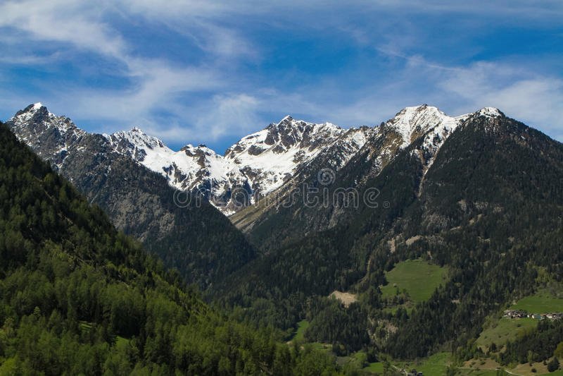 Montagnes d'Alpes en Suisse photographie stock libre de droits