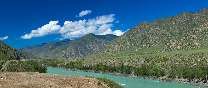 Montagnes d'Altai Fleuve Katun Bel horizontal des montagnes Russie siberia photo libre de droits