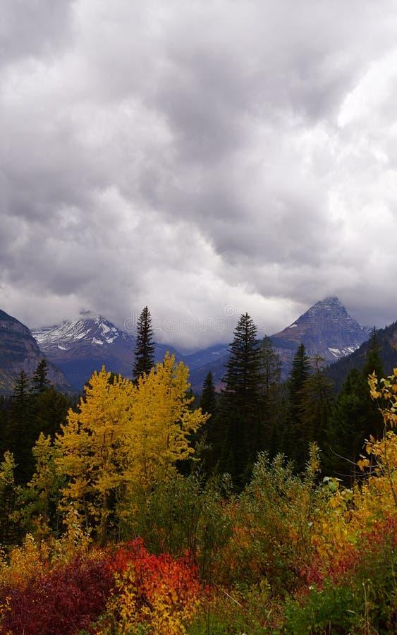 Montagnes d'Autumn Storm Clouds Over Glacial photo stock