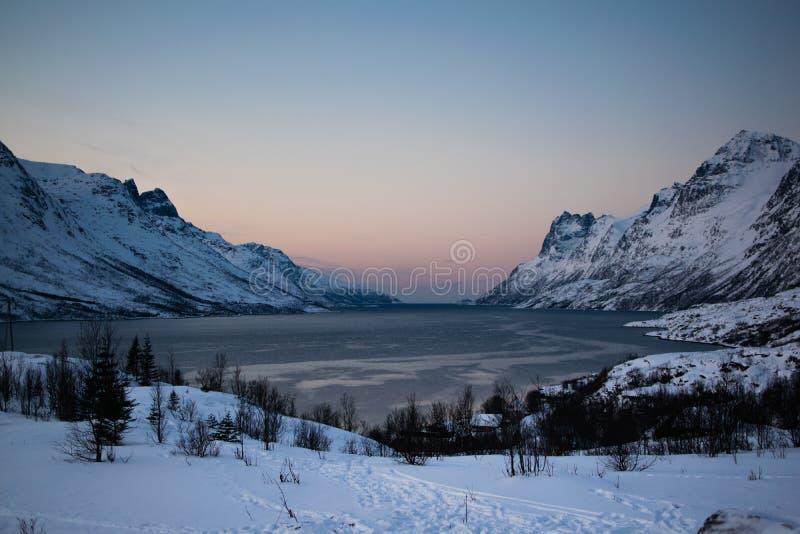 Montagnes d'Ersfjordbotn photo libre de droits