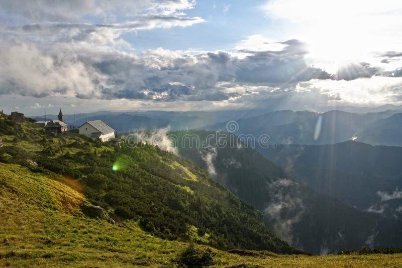 montagnes d'horizontal images libres de droits
