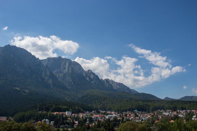 Montagnes dans Busteni, Roumanie photographie stock