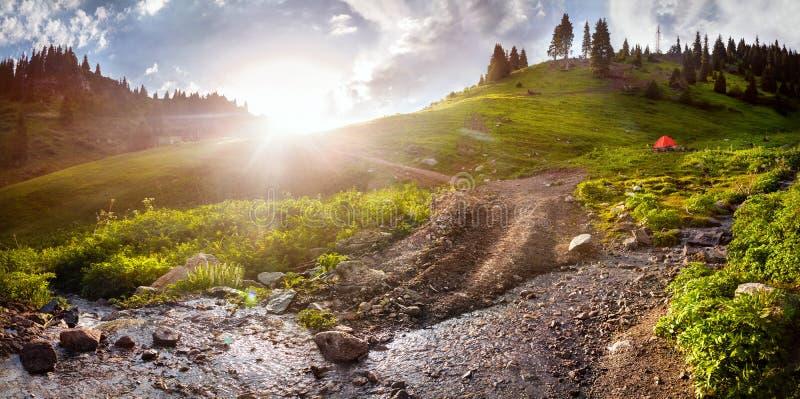Montagnes dans Kazakhstan photographie stock libre de droits