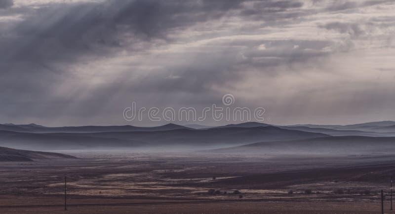 Montagnes dans la lumi?re et l'ombre images stock