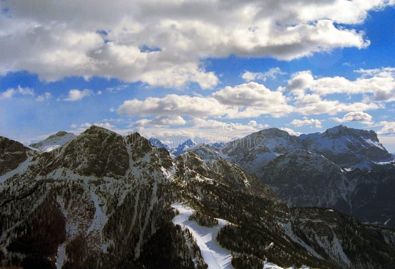 Montagnes dans le Tirol du sud image stock