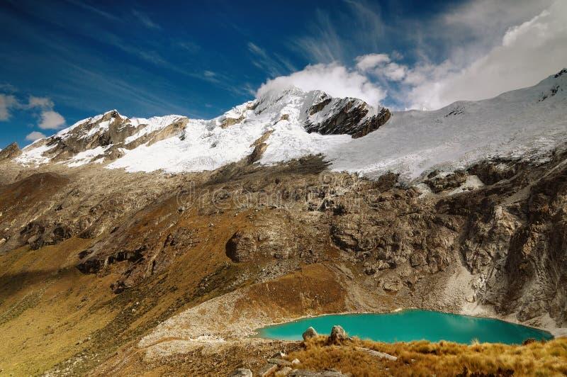 Montagnes de Blanca de Cordillère au Pérou images libres de droits