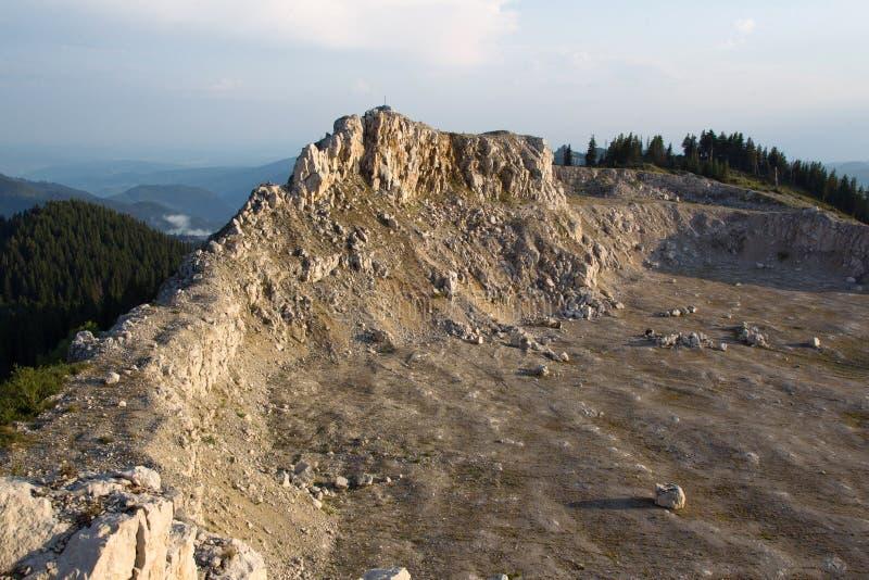 Montagnes de Bucegi, arête carpathienne photo stock