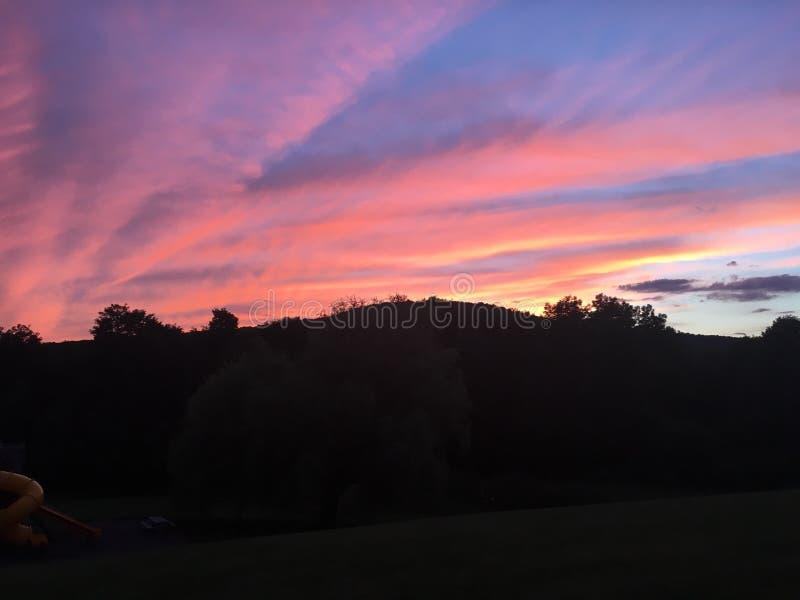 Montagnes de coucher du soleil d'été images libres de droits