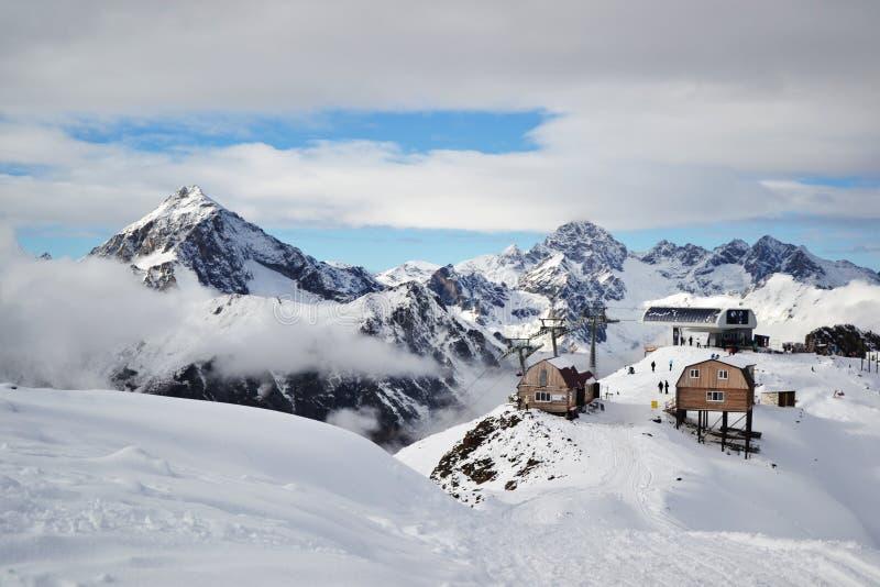 Montagnes de Dombai images libres de droits