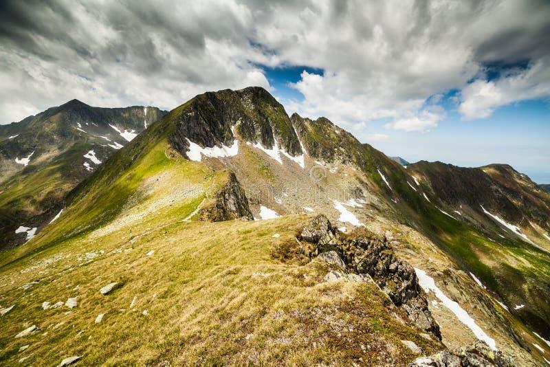 Montagnes de Fagaras en Roumanie photos libres de droits